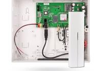 JA-100KR * Unitate centrala de baza gama JA100 cu un comunicator LAN incorporat si modulul radio JA-111R