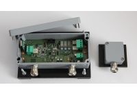AN-306 * Detector de vibratie, cu un canal, stand alone, montabil pe gard, are 2 iesiri de releu pentru 2 tipuri de alarma: tamper si efractie